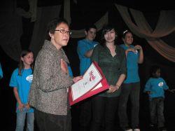 State Senator Caroline Liu presented Karoline Ordonez a certificate for her achievements.  Photo: Courtesy Linda Fulton
