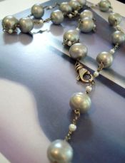 Light grey pearl neckace