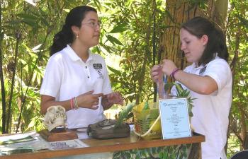 Students volunteer at the LA Zoo. Photo: GLAZA